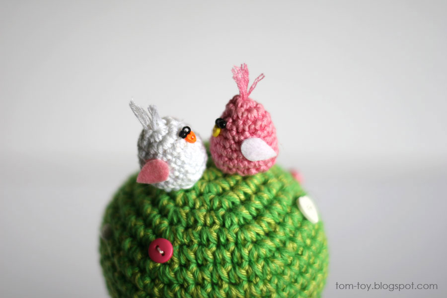 Crochet love tree with lovebirds