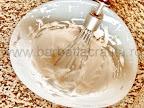 preparare reteta prajitura Rakoczi cu branza si gem - bezeaua de albusuri cu zahar