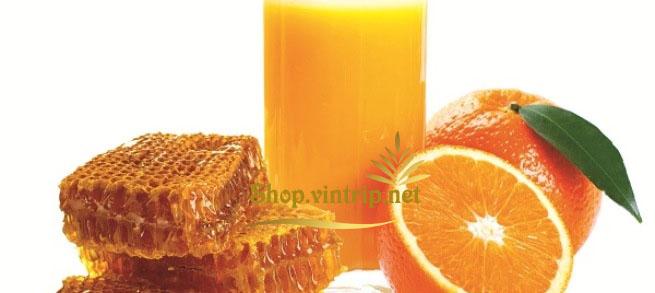 Mật ong rừng pha nước cam là một loại thức uống thơm mát, vị cám chua nhẹ, vị mật ong ngọt đậm đà