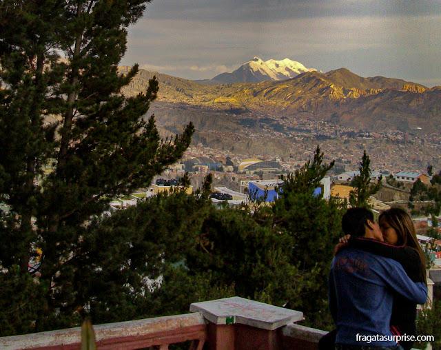 o Pico Illimani visto da colina El Montículo, em La Paz