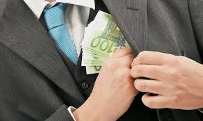Προσποιούμενος τραπεζικό υπάλληλο εξαπάτησε ζευγάρι