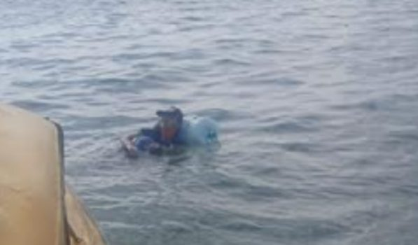 Ada Ada Aja Idenya! Pemuda Ini Nekat Seberangi Lautan Jawa Pakai Galon Aqua
