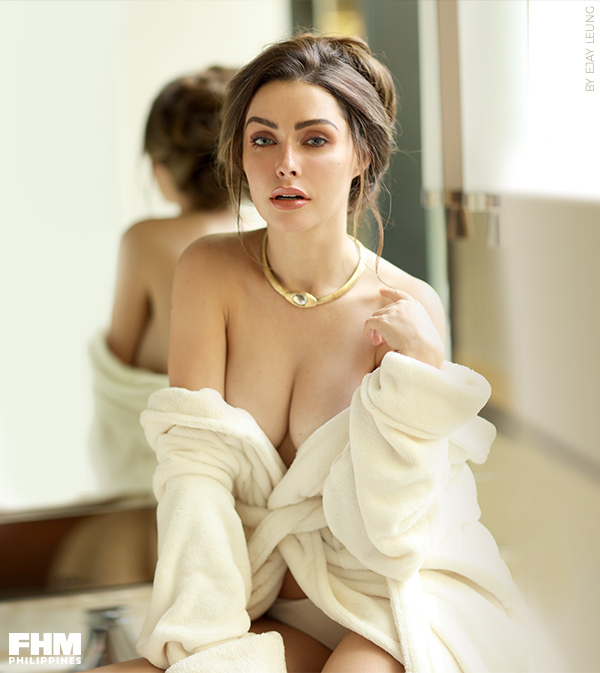 Daiana Menezes topless