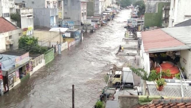 Begini Dahsyatnya Banjir di Jalan Pagarsih Bandung, Mobil dan Motor Hilang