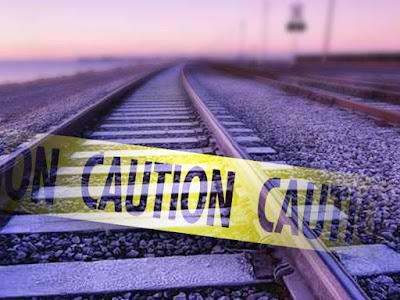 महिला ने ट्रेन के आगे कूदकर दी जान