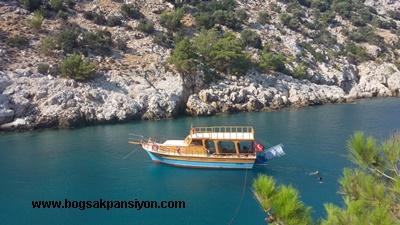 Boğsak'ta günlük ve yatılı tura çıkan tekneler