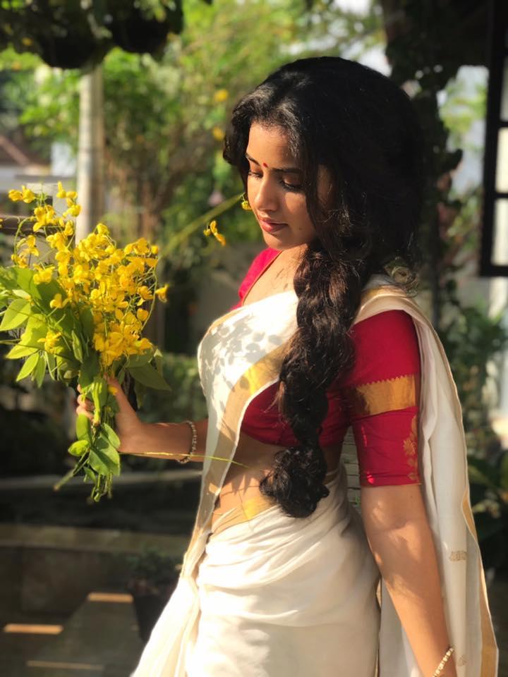 Anupama Parameswaran in Saree - waist show of Anupama