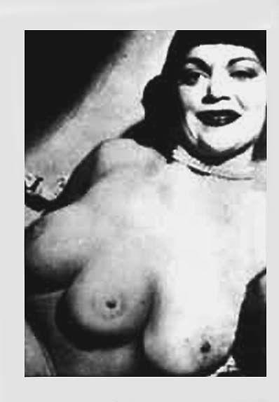 gambar orang aneh wanita dengan payudara tiga