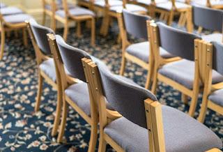 scaune goale dintr-o biserica... imagine preluata de pe site-ul www.thegoodbook.co.uk