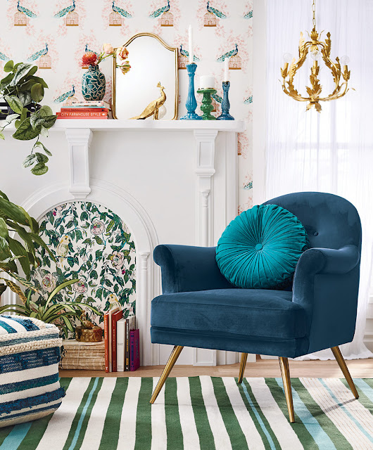 welurowy fotel w salonie