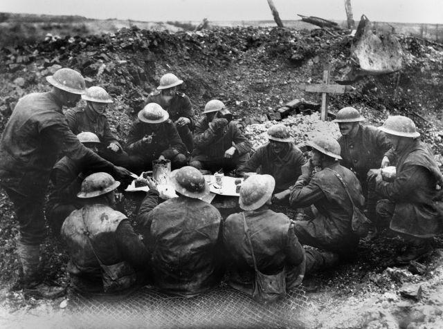 Soldados en el campo de batalla I Guerra Mundial