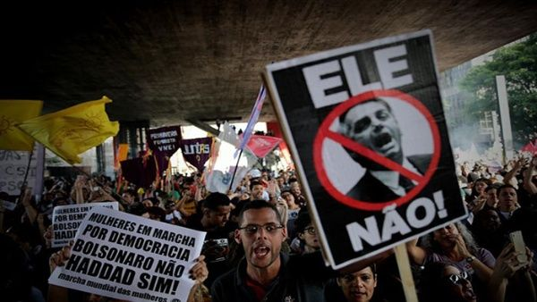 Protestan contra hijo del presidente Bolsonaro en Brasil
