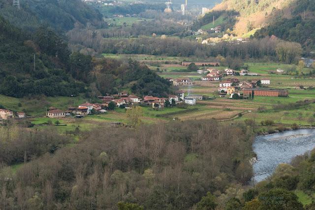 Vista desde Cutiellos, La fertil vega de Láneo en el río Narcea concejo de Salas, Asturias.