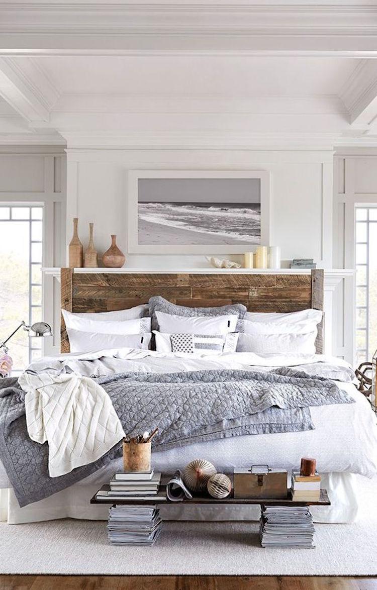 gran cama con cabecero de madera