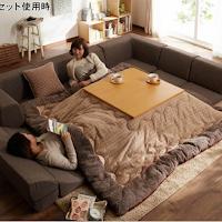 Un kotatsu dans un salon japonais en hiver