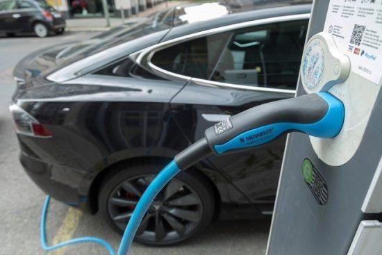 Ηλεκτρικά αυτοκίνητα: η «μικρή» λεπτομέρεια, που φυσικά θα μάθετε μόνο μετά την απομάκρυνση απ' το ταμείο!