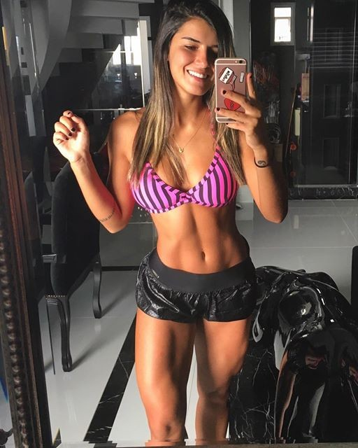 Fitness Model Vitoria Gomes photos