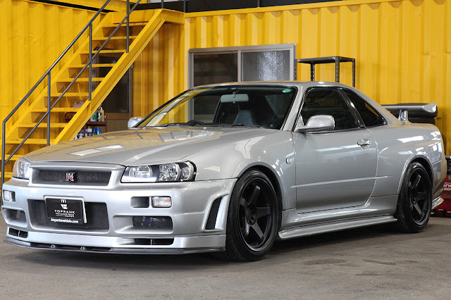 R34 GT-R has electronic Hicas or rear wheel steering as standard