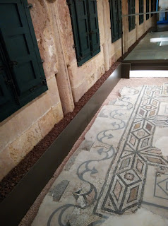 Detalle de baldosa de calzada romana, etnográfico de Oviedo