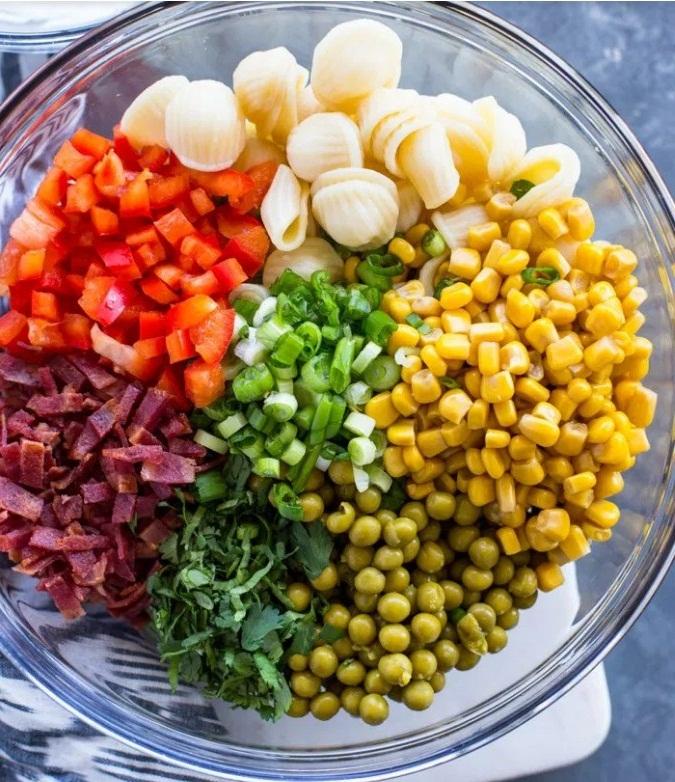 Creamy Corn and Pea Pasta Salad