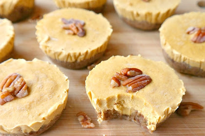 mini vegan pumpkin pie cheesecakes