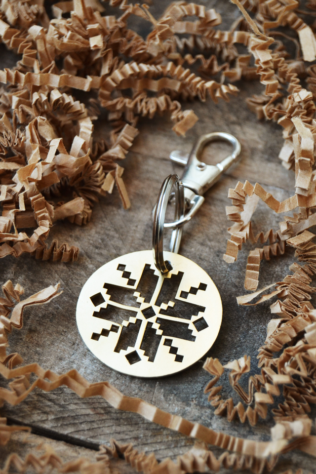 http://www.anestforallseasons.com/2014/11/nordic-snowflake-keychain-classy-quirky.html