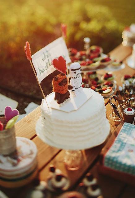 http://www.popsugar.com/tech/Star-Wars-Wedding-Ideas-34580896?crlt.pid=camp.oaxDc89FLkjl#photo-interstitial-1