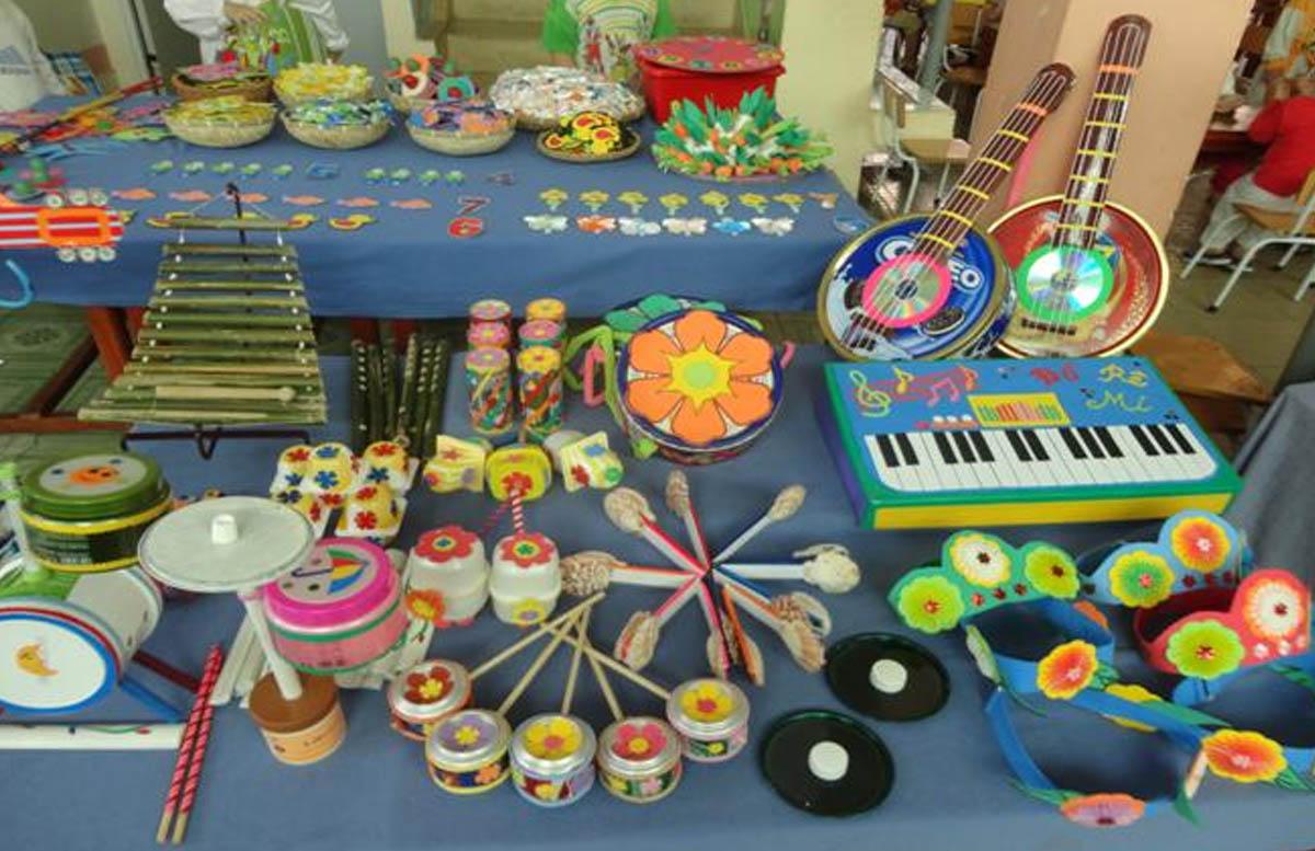 đồ dùng tự làm góc âm nhạc