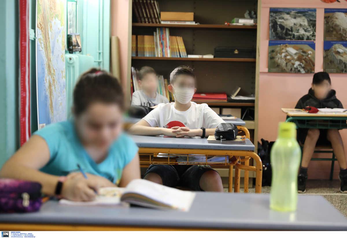 «ΝΑΙ» στη χρήση μάσκας στο σχολείο από την Παιδοπνευμονολογική Εταιρεία