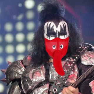"Por su lengua, obligan a Gene Simmons a usar ""barbijo de elefantito ""https://bit.ly/2Zh5iNX"