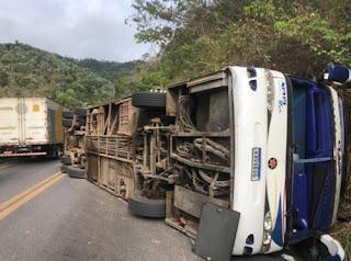 Ônibus com maranhenses tomba e deixa mortos na serra de Tianguá, no Ceará