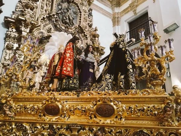 Ya se encuentra montado el paso de misterio de Afligidos de Cádiz en San Lorenzo.