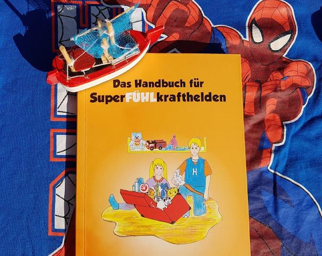 """Heute ein Buch! """"Henry mit den Superkräften"""" und """"Das Handbuch für SuperFÜHLkrafthelden"""": Bücher für hochsensible Kinder und ihre Eltern. Dieses Handbuch bietet wertvolle Tipps und Hilfestellungen für alle, die von Hochsensibilität (HSP) betroffen sind."""
