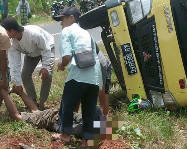 Gara-gara rem mendadak,  Satu orang pengendara motor di Kapuas Hulu tewas dihantam Dump Truck