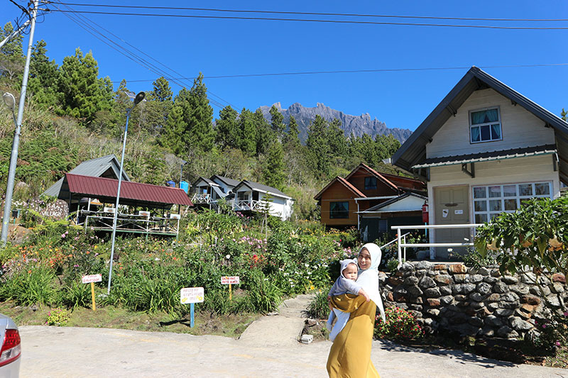 Kawasan Kirams Village yang ada tempat macam Hobbit