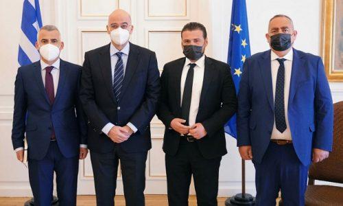 Συνάντηση με μέλη της ελληνικής εθνικής μειονότητας στην Αλβανία είχε ο υπουργός Εξωτερικών, Νίκος Δένδιας, μαζί με τον υφυπουργό Εξωτερικών, Κώστα Βλάση, στο υπουργείο.