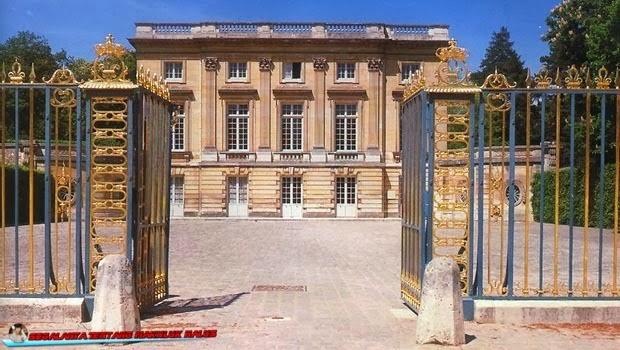 Mungkin sebagian orang sudah tahu kisah Moberly dan Jourdain ketika berkunjung ke Petit Tri Moberly dan Jourdain, Perjalanan Misterius Di Petit Trianon