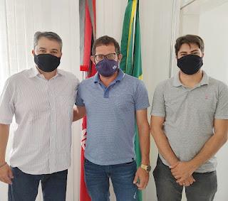 ASSISTA: Efraim garante recursos para Pilõezinhos e recebe apoio do prefeito para o Senado