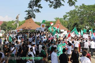 Demo Tolak Full Days School Sumber Cirebon