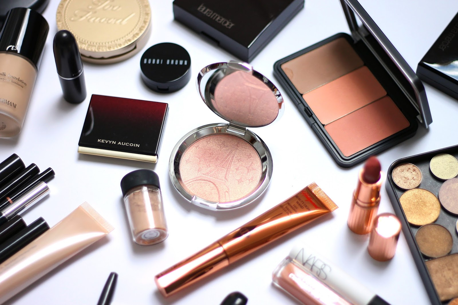 becca shimmering skin perfector parisian lights charlotte tilbury hollywood magic wand kevyn aucoin medium mac naked pigment becca backlight priming filter charlotte tilbury super cindy review recenzija makeup look