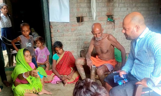 गिद्धौर : बानाडीह गांव पहुंचे गौरव सिंह राठौड़, पीड़ित परिवार के जख्मों पर लगाया मानवता का मरहम