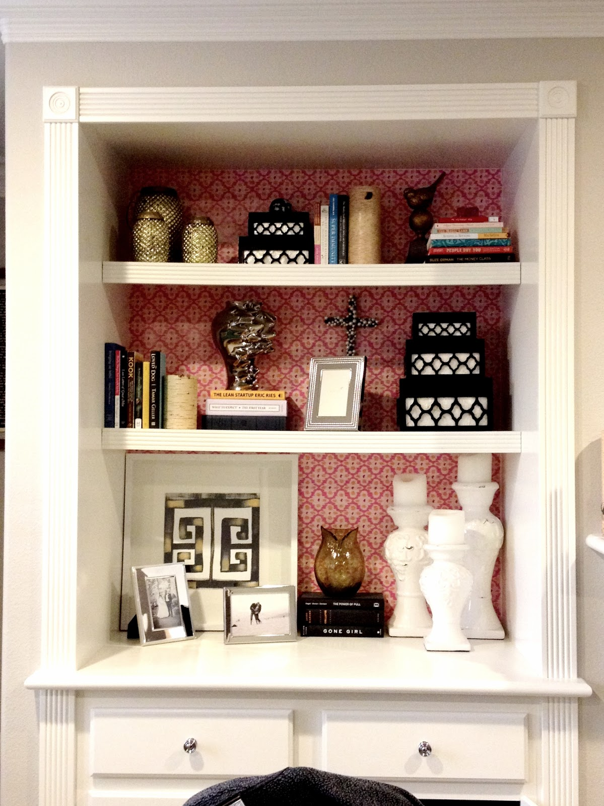 Decorgreat: $3 'Wallpapered' Bookcase
