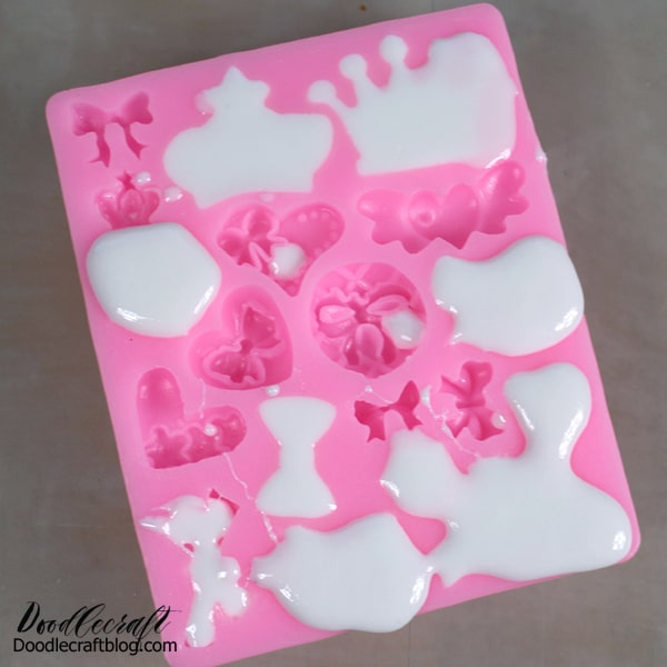 Pour the newly mixed resin into the silicone mold. It's okay if it's a little messy, it can be cleaned up. Then let the resin set for 15 minutes.