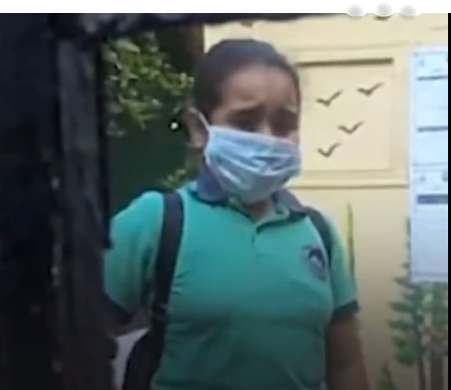 الطالبة سلمى من مصر منعت من الصعود لفصلها وتم احتجازها لساعات   موقع عناكب