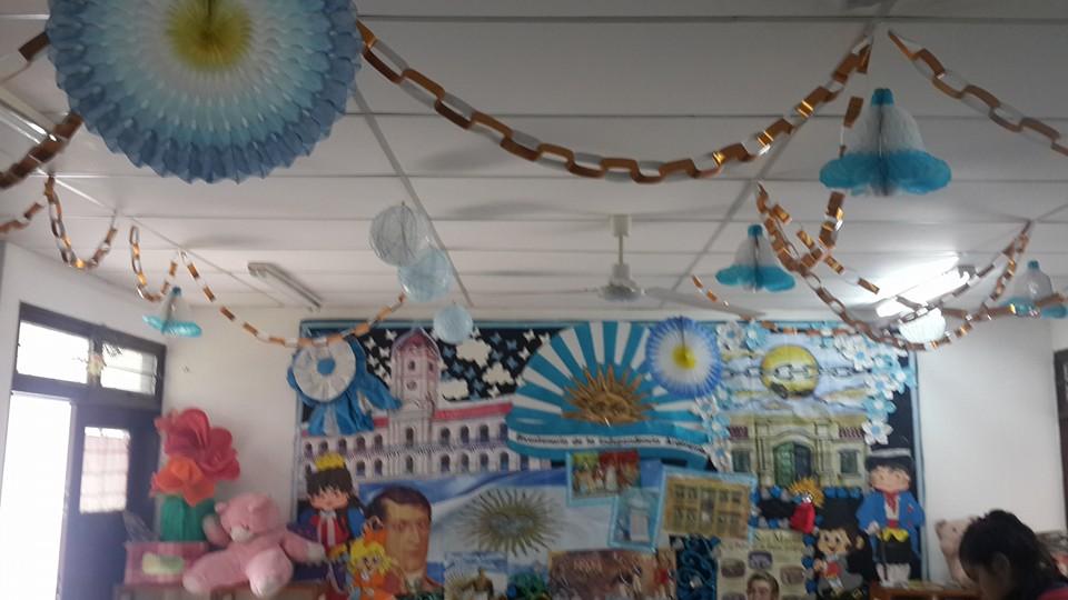 Biblioteca escolar popular wolf schcolnik decoraci n de for Decoracion 9 de julio
