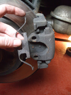 BMW E46 330d rear brake caliper spring clip removed