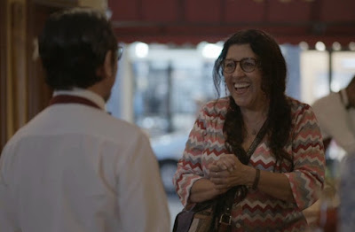 Lurdes se diverte em papo com Oliveira — Foto: TV Globo