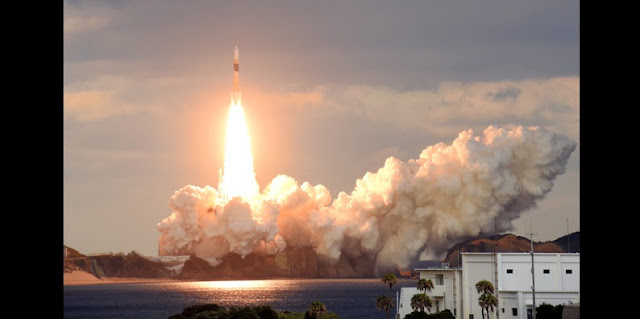 H-IIA rocket launches with DSN-2 military communications satellite. Credit: asahi.com