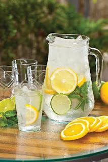 Água saborizada com mirtilo e laranja