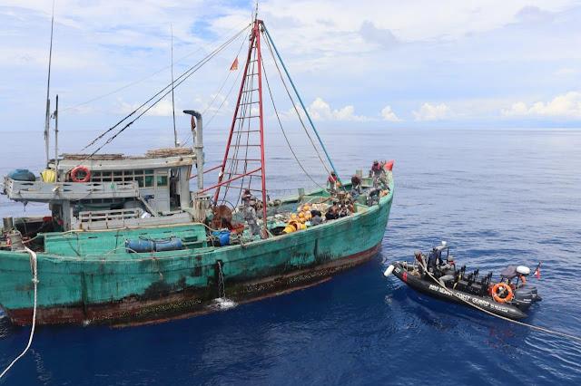 Berusaha Kabur, Kapal  Bakamla RI Sergap Kapal Pencuri Ikan Vietnam di Laut Natuna Utara